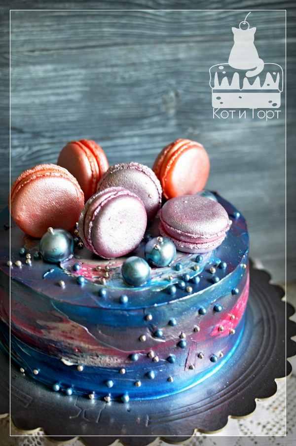 Космический торт с макарунами