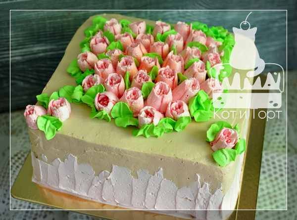 Торт с кремовыми тюльпанами
