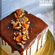 Квадратный торт с орехами