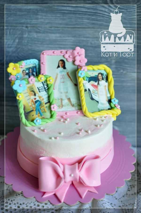 Белый торт с бантом и тремя фото