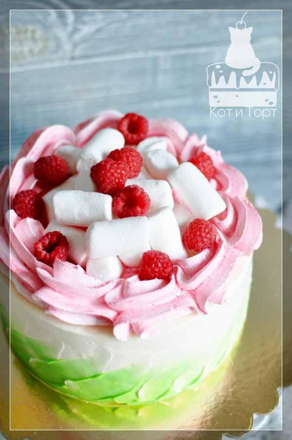 Бело-розовый торт с малиной