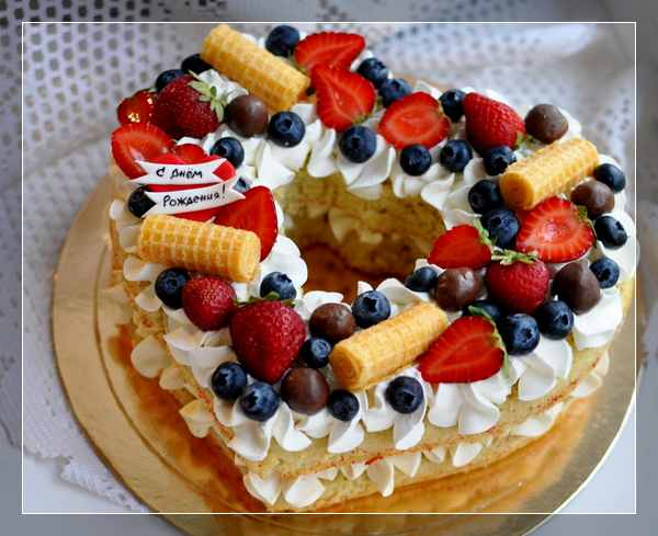 Торт-сердце с ягодами