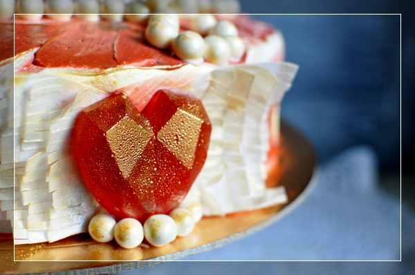Торт с карамельным сердцем в стиле 20-х