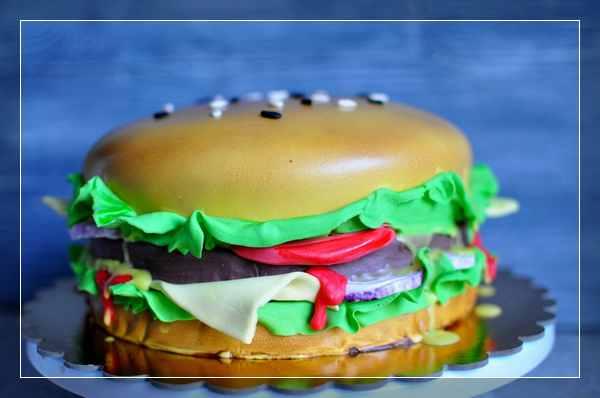 Торт в виде огромного гамбургера