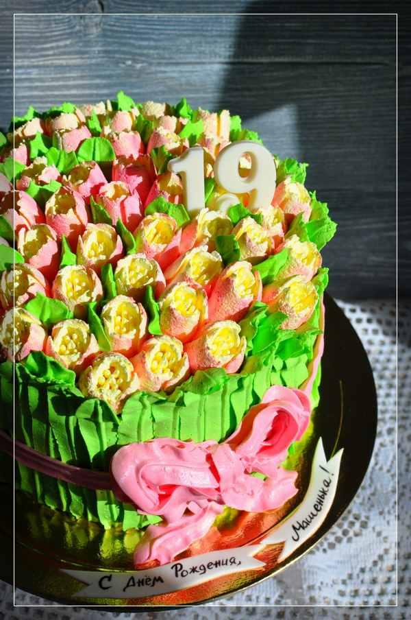 Зелёный торт с тюльпанами