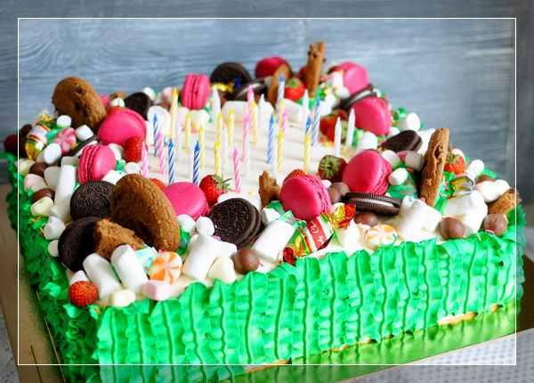 Торт с зефирками, макарунами и Орео