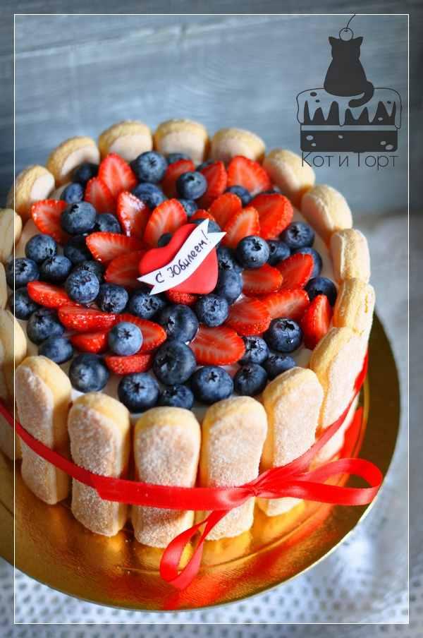 Торт с ягодами и савоярди