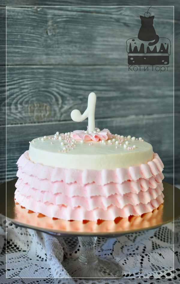 Бело-розовый торт на 1 год