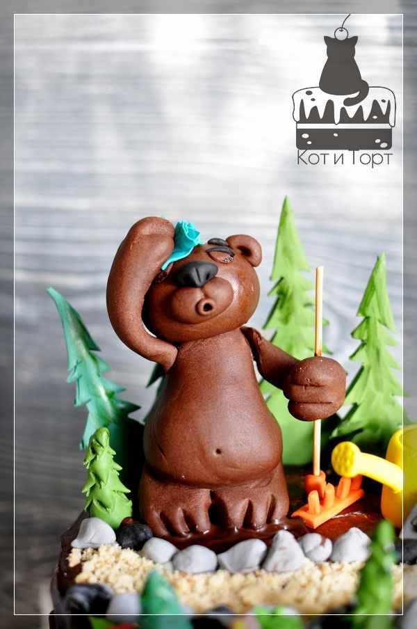 Торт с медведем-садоводом