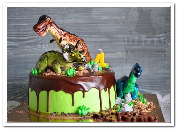 Торт с тремя динозаврами
