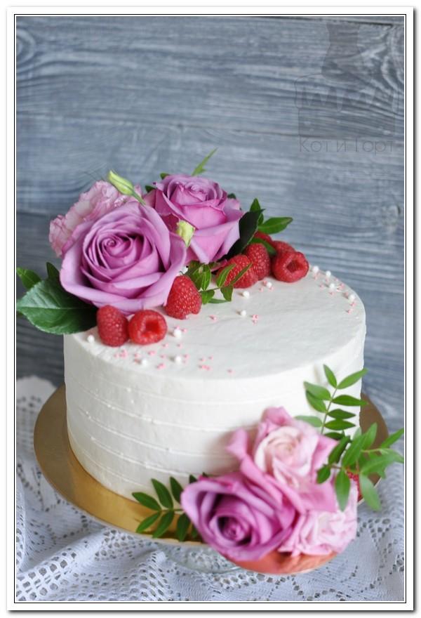 Торт с розами и малиной