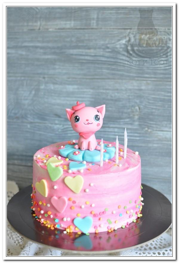 Розовый торт с кошечкой