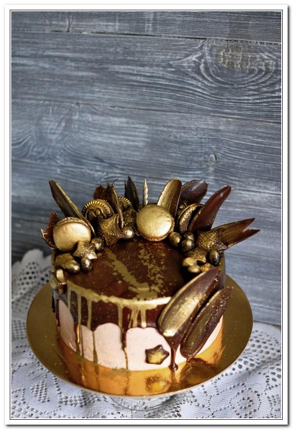 Шоколадно-позолоченный торт