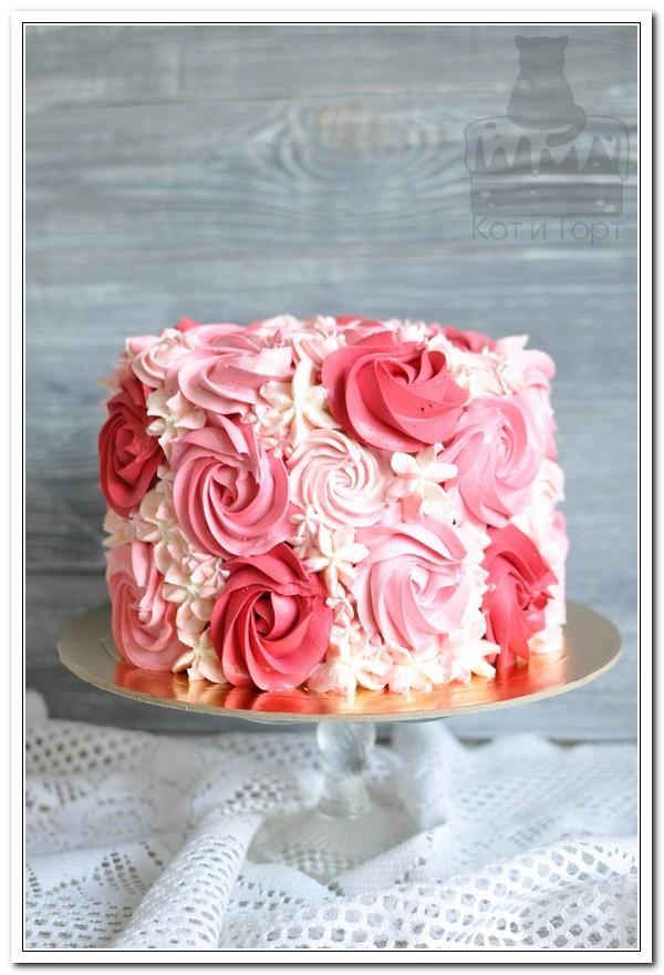 Кремовый розовый торт