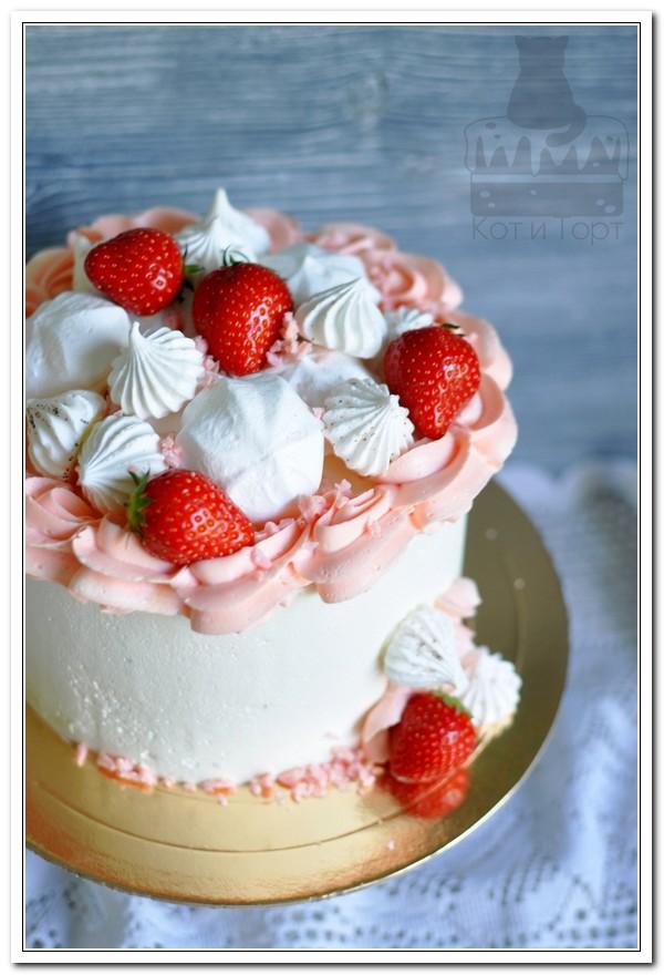 Бело-розовый торт с клубникой