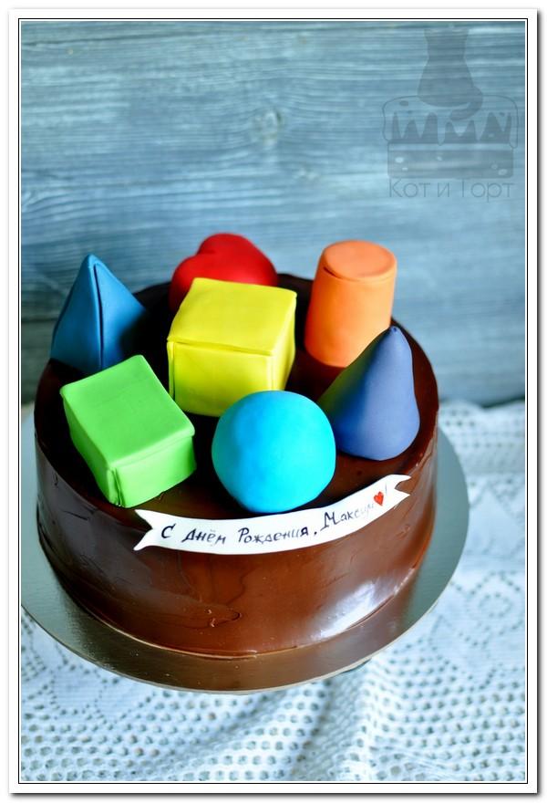 Торт с геометрическими фигурами