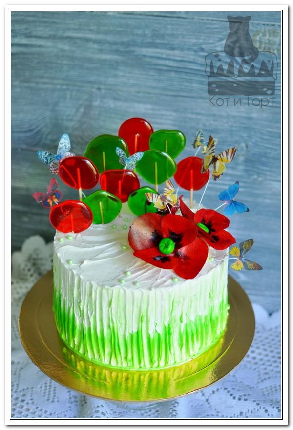 Торт с маками и леденцами