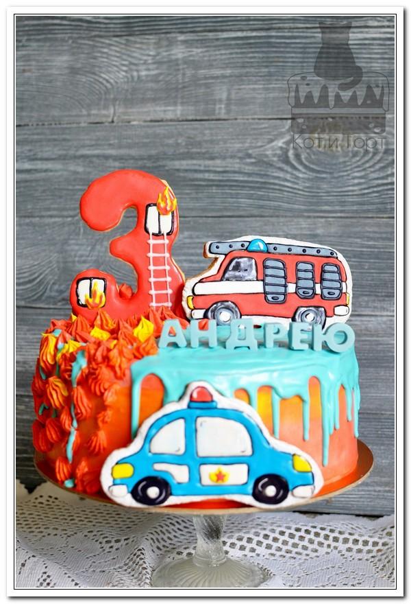 Торт с огнём и пожарной машиной