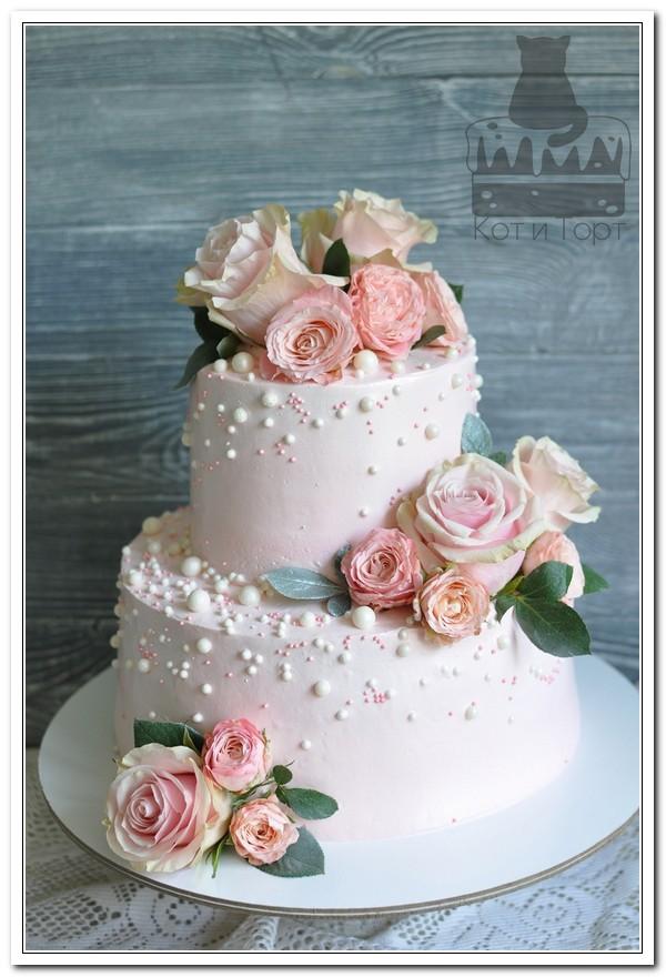 Свадебный розовый торт с розами